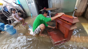 phú quốc sau trận ngập lịch sử: dọn nhà trong biển nước, thấy mưa là ám ảnh - 3fa3a4ab83b924f10433737b8b0b72ea-300x169 - Phú Quốc sau trận ngập lịch sử: Dọn nhà trong biển nước, thấy mưa là ám ảnh