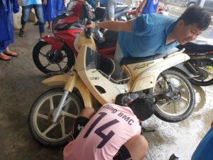 phú quốc: hàng trăm xe máy bị ngập nước được thay nhớt, sửa chữa miễn phí Phú Quốc: Hàng trăm xe máy bị ngập nước được thay nhớt, sửa chữa miễn phí 46a67babf122cd416696c10a11fdf37e 300x225