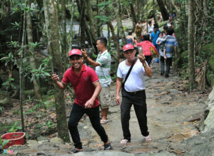 Nô đùa bên con suối đông nghẹt khách ở Phú Quốc Nô đùa bên con suối đông nghẹt khách ở Phú Quốc 59be599fe598cc5a8408d14fc6fa5347 300x219