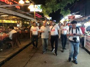Tỷ phú Anh tận tay cầm cua, giao lưu cùng người dân ở chợ đêm Phú Quốc - 68864b660473ed22873df7e6057104a5-300x225 - Tỷ phú Anh tận tay cầm cua, giao lưu cùng người dân ở chợ đêm Phú Quốc