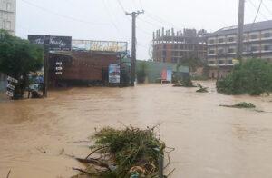 Khách sạn, resort Phú Quốc quá tải trong ngày mưa lớn Khách sạn, resort Phú Quốc quá tải trong ngày mưa lớn 87303ea45e1852ea8bd01e228ed60914 300x196