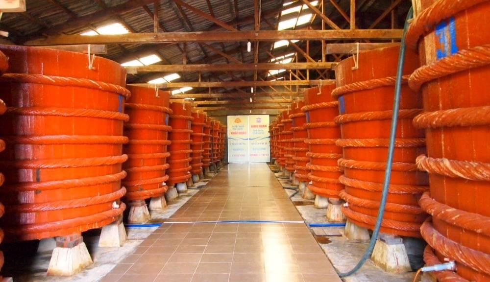 Phú Quốc có vựa nước mắm lớn nhất Việt Nam. những cái nhất của phú quốc Những cái nhất của Phú Quốc – Nơi được đề xuất lên Thành Phố. Ph   Qu   c c   v   a n     c m   m l   n nh   t Vi   t Nam