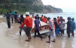 Nhiều tàu trú bão ở đảo Thổ Châu và Nam Du bị sóng đánh chìm ad96a9686c2612b9de6dc6df32acd568 300x190