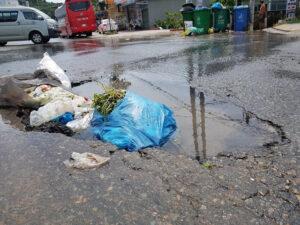 Đường trên đảo phú quốc bị tàn phá nghiêm trọng sau trận lụt lịch sử - d6ab9dee87d8a2dea0e76fe7d8d69022-300x225 - Đường trên đảo Phú Quốc bị tàn phá nghiêm trọng sau trận lụt lịch sử