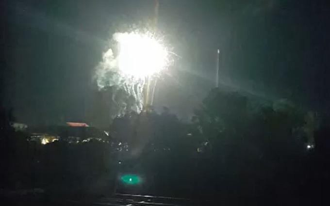 Đốt pháo hoa trái phép ở Phú Quốc Đốt pháo hoa trái phép ở phú quốc Đốt pháo hoa trái phép ở Phú Quốc phao hoa o duong dong 15475192069981347048451 crop 15475192199821566882904