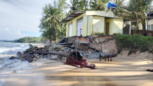 Người dân Phú Quốc bàng hoàng vì gần 1km bờ biển sạt lở 6dc08a5f6d8c7fa1b77a8b195b895add 300x169