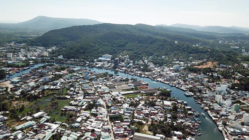 Huyện đảo Phú Quốc phát triển kinh tế gắn với đảm bảo quốc phòng, an ninh
