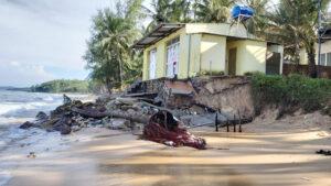 Vừa thoát ngập 'lịch sử', Phú Quốc lại sạt lở bờ biển e2d23cea873afd55161845bffeb37505 300x169