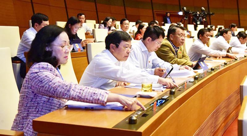 Các đại biểu Quốc hội ấn nút biểu quyết về việc miễn thị thực cho người nước ngoài vào khu kinh tế ven biển chỉ có phú quốc đủ điều kiện miễn thị thực cho người nước ngoài - Các-đại-biểu-Quốc-hội-ấn-nút-biểu-quyết-về-việc-miễn-thị-thực-cho-người-nước-ngoài-vào-khu-kinh-tế-ven-biển - Chỉ có Phú Quốc đủ điều kiện miễn thị thực cho người nước ngoài