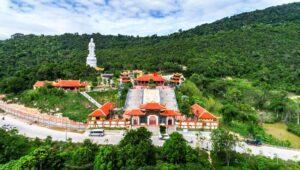 Hình ảnh tổng quát ngôi chùa được bao phủ thảm thực vật xanh quanh chùa (ảnh sưu tầm) chùa hồ quốc - Hình-ảnh-tổng-quát-ngôi-chùa-được-bao-phủ-thảm-thực-vật-xanh-quanh-chùa-ảnh-sưu-tầm-300x170 - CHÙA HỘ QUỐC – điểm đến cầu an, phước lành lớn nhất tại Phú Quốc.