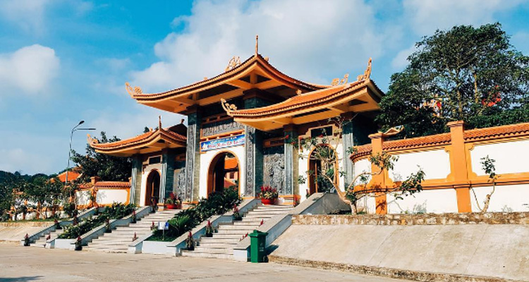 Lối vào cổng chính chùa Hộ Quốc (ảnh sưu tầm) chùa hồ quốc - Lối-vào-cổng-chính-chùa-Hộ-Quốc - CHÙA HỘ QUỐC – điểm đến cầu an, phước lành lớn nhất tại Phú Quốc.
