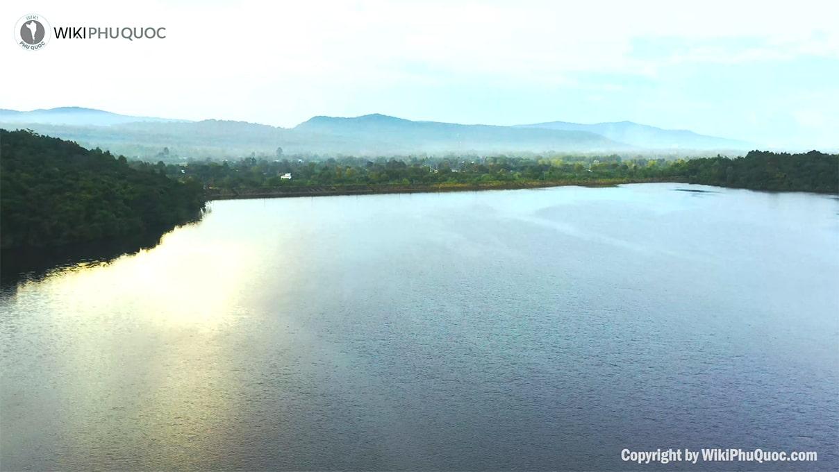 Vẻ đẹp trầm mặc cùng thiên nhiên xanh mát (ảnh sưu tầm) hỒ dƯƠng ĐÔng - Vẻ-đẹp-trầm-mặc-cùng-thiên-nhiên-xanh-mát-ảnh-sưu-tầm - HỒ DƯƠNG ĐÔNG – hồ nước ngọt xanh, sạch, đẹp lớn nhất Phú Quốc.