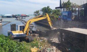 - 1b7e0afc9132bfe32c89b227b906b63f-300x181 - Xử lý nhóm kích động người dân khi tháo dỡ cầu cảng làng chài Hàm Ninh