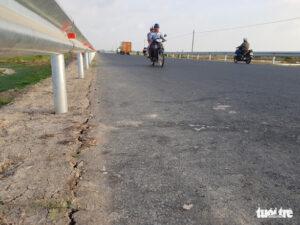 - a430f1d1ef11190a4201725e8a78f276-300x225 - Đường tránh quốc lộ 91 chưa làm xong đã nứt lề đường