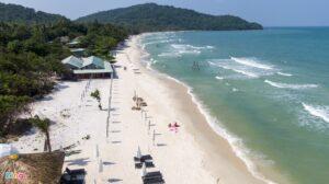 - bfb9a639f20708cf25827f5c2a9cf93b-300x168 - Bãi biển công cộng đẹp nhất Phú Quốc lác đác vài người tắm