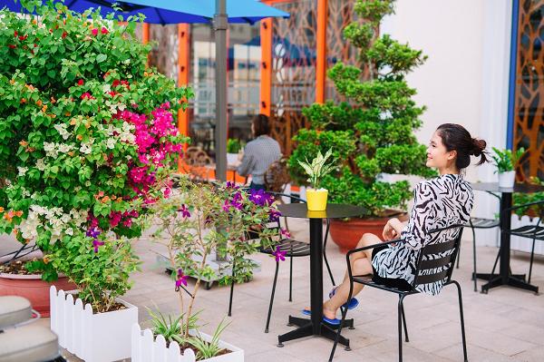 harry hotel - Quan-cafe-ngoai-troi-ngay-tai-khach-san - HARRY HOTEL – Sự lựa chọn tuyệt vời cho du khách khi đến với Phú Quốc