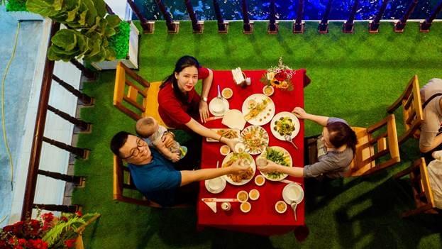 Cùng gia đình dùng bữa tối tại đây quả là tuyệt vời (thay hình rõ, nguồn) - WikiLand  - image003-3428-1617336255 - Địa chỉ thưởng thức hải sản tươi sống ở Phú Quốc