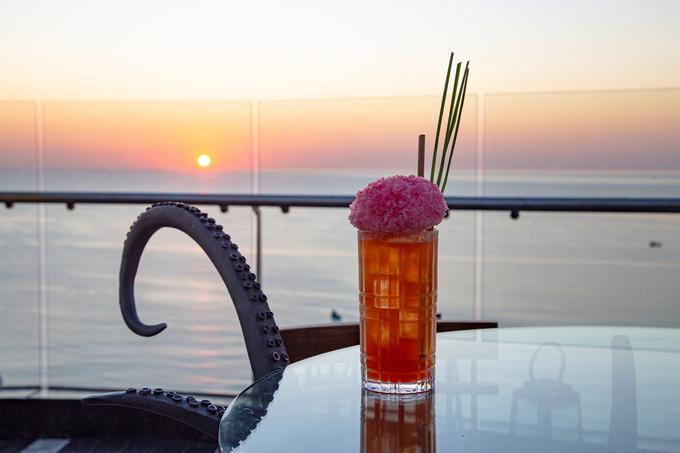 Cocktail Coral Mule và INK 360 trong một chiều hoàng hôn tím. - WikiLand  - nk360-2-1634-1617958962 - Thưởng thức ẩm thực tại InterContinental Phu Quoc Long Beach Resort