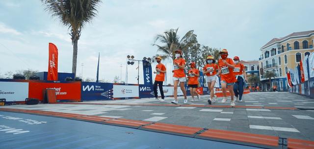 Khung cảnh VĐV Phú Quốc WOW Island Race 2021 đồng loạt đeo khẩu trang khi khởi động và trên đường chạy gây ấn tượng - Ảnh 9. - WikiLand  - photo-6-16197641386421693156057 - Khung cảnh VĐV Phú Quốc WOW Island Race 2021 đồng loạt đeo khẩu trang khi khởi động và trên đường chạy gây ấn tượng