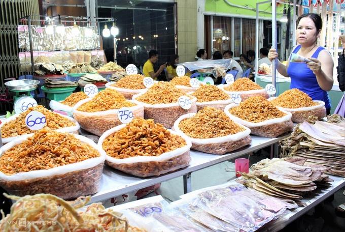 Dọc các con đường ven chợ - WikiLand  - dac-san-phu-quoc-01-jpg-1531-1-2849-3306-1620723175 - 8 đặc sản làm quà trong chợ đêm Phú Quốc