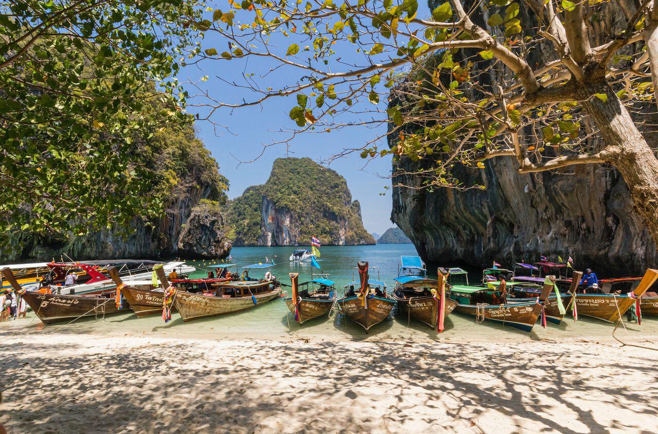 ho chieu vaccine anh 3  - things_to_know_phuket_travel_during_covid_image_1 - Việt Nam cần làm gì để đón du khách quốc tế trở lại?