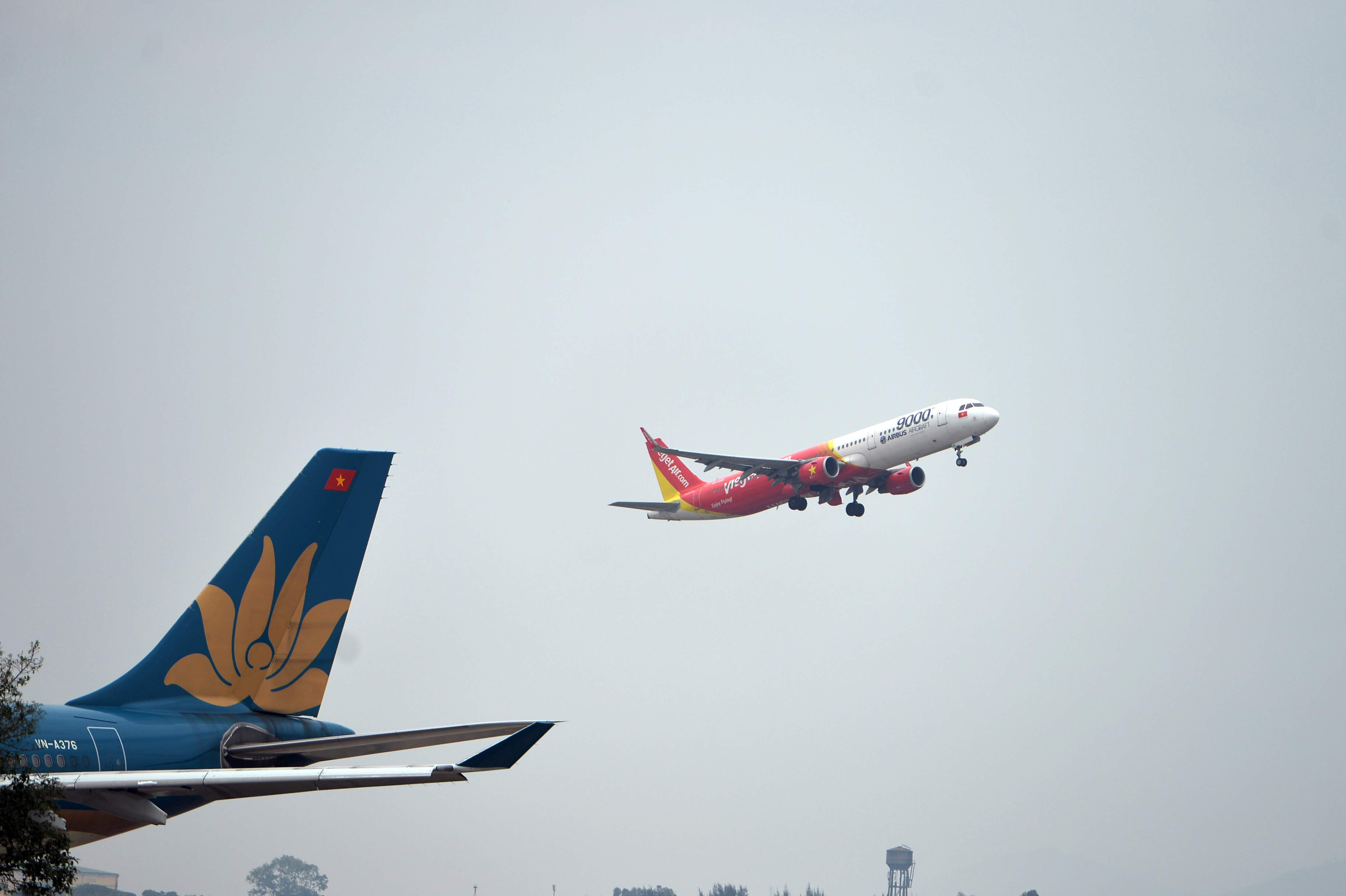 bay tp.hcm ha noi thang 7 anh 1  - vjc_hvn_zing - Đề xuất chỉ khai thác 2 chuyến bay/ngày từ TP.HCM ra Hà Nội